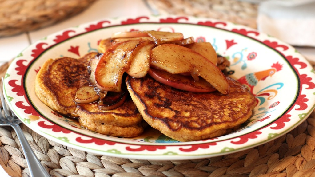 Pumpkin Pancakes with Apple Compote-2