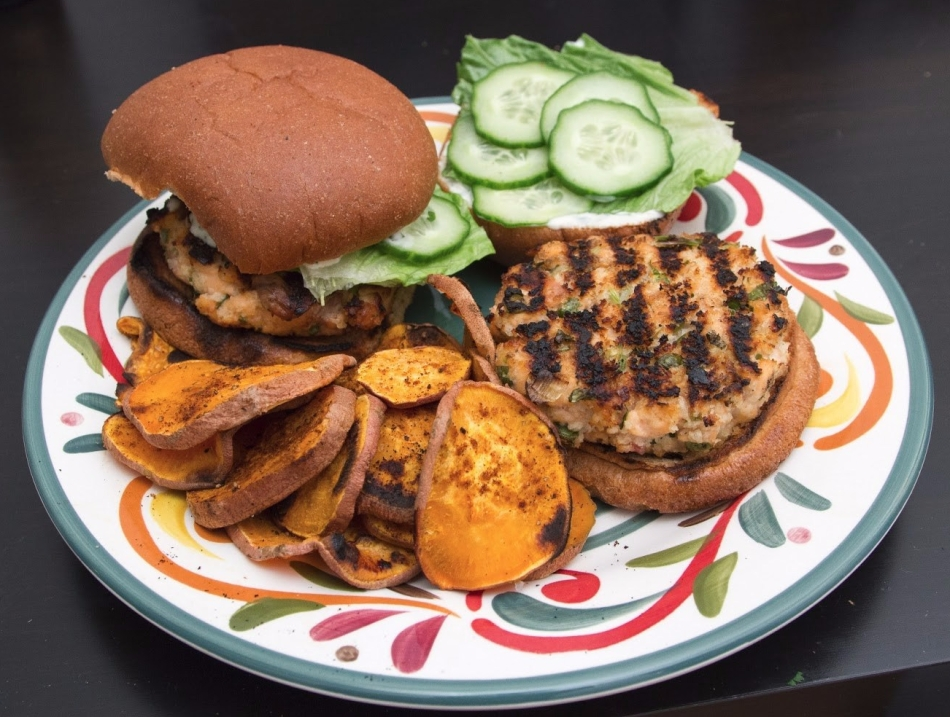 salmon-burgers-sweet-potato-chips-1