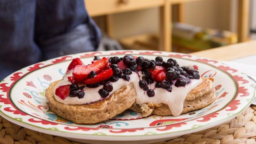 Mixed Berry Pancakes with Maple Cinnamon Yogurt-2