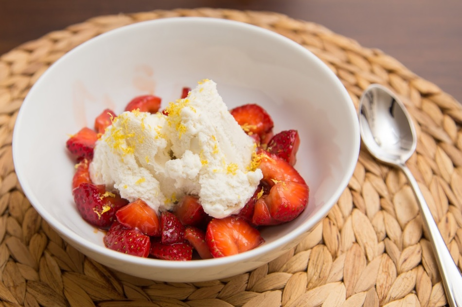 balsamic-strawberries-dessert