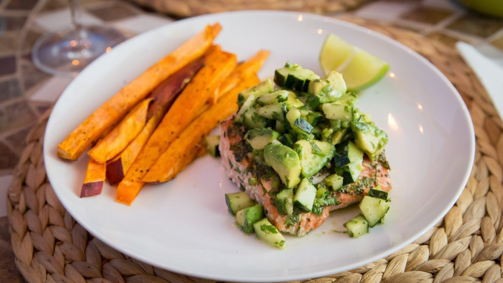sweet-potato-fries-salmon-cucumber-avocado-salsa-4
