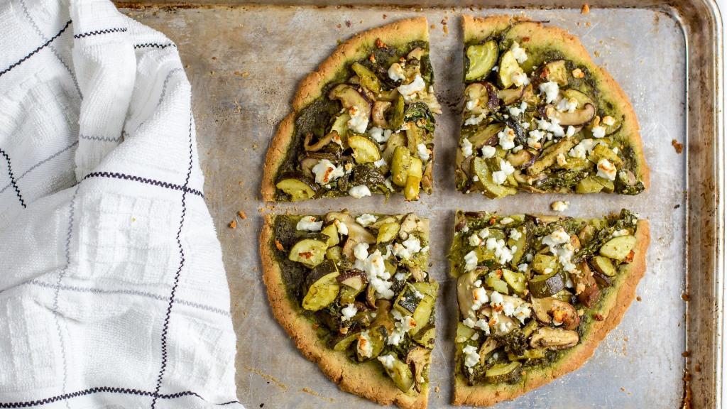 pesto gluten free pizza zucchini mushrooms feta spinach